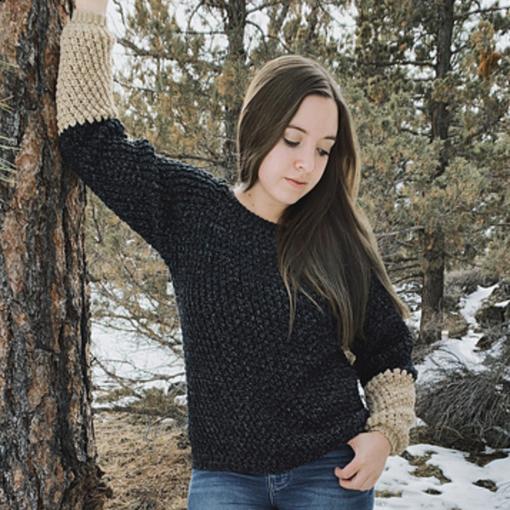 AlajaCaddell wearing a crocheted Cobblestone Raglan
